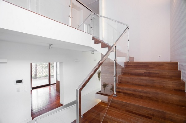 Making Your Home Elegant and Beautiful with Glass Balustrades